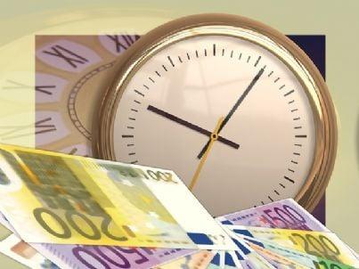 Illustrazione rappresentante un orologio con dei soldi
