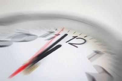 orologio che segna quasi mezzanotte