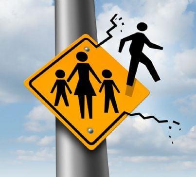 cartello stradale con padre che va via per divorzio