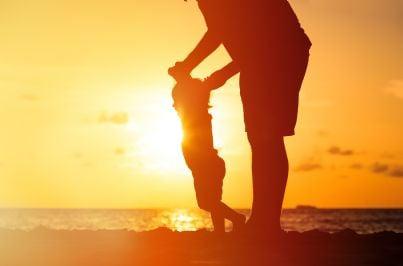 padre e figlia al tramonto