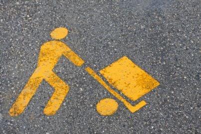 simbolo del parcheggio riservato a carico e scarico merci