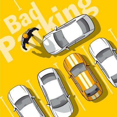 automobilista che trova auto parcheggiata in doppia fila