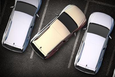 auto parcheggiata in modo sbagliato