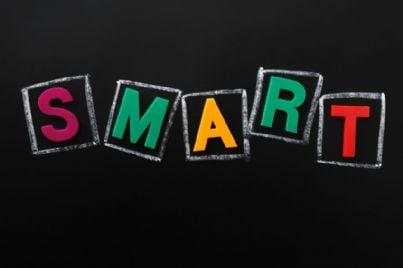 parola smart colorata su sfondo nero