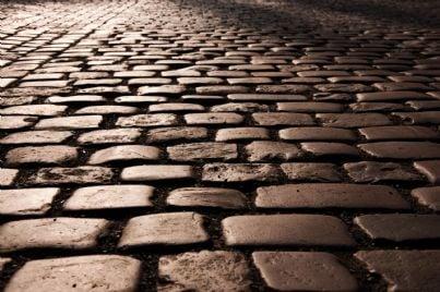 pavimento di pietra sconnesso