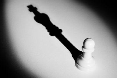 pedone all'ombra del re negli scacchi