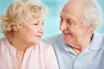 Due nonni anziani