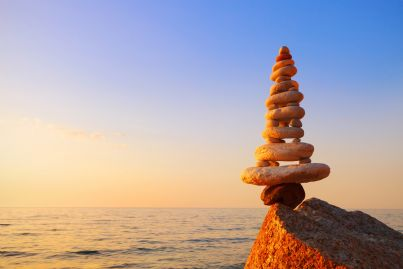 pietra in equilibrio richiama concetto proporzione