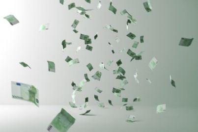 pioggia di banconote in euro