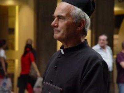chiesa prete sacerdote