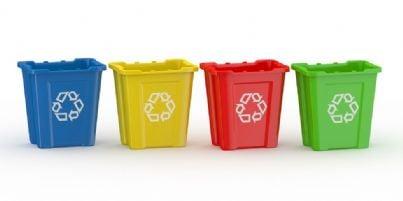 cestini con rifiuti riciclati