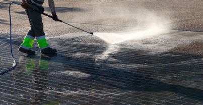 pulizia strade con acqua