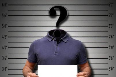 uomo con punto interrogativo per segnalazione reato
