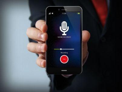 telefono che mostra registratore acceso