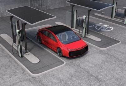 colonnina di ricarica auto elettrica in un parcheggio