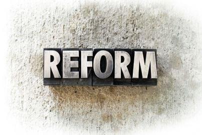 parola riforma sullo sfondo