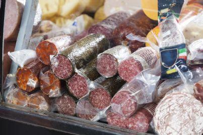 salami confezionati al supermercato