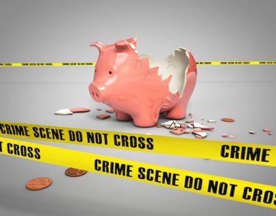 salvadanaio rotto per soldi rubati