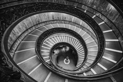 scale a spirale in un palazzo