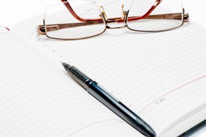 Scrivere occhiali penna sentenza letture