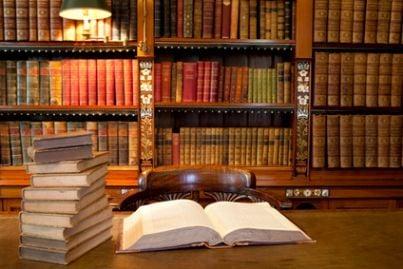 libro aperto in libreria