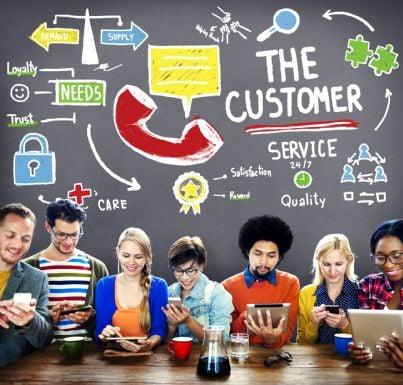 consumatori che si rivolgono a servizio clienti online