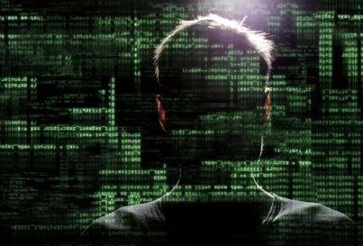 uomo protetto da attacco hacker concetto sicurezza