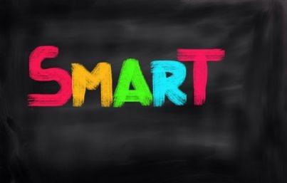 parola smart intelligente su lavagna nera