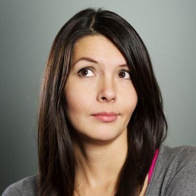 Donna con espressione interrogativa