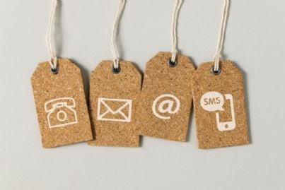 targhette con simboli sms e e-mail