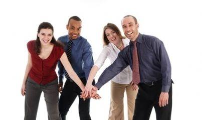 Team di persone che uniscono le mani
