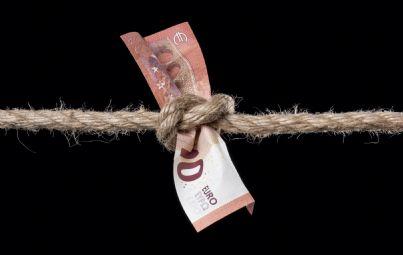 soldi stretti da corda per crisi