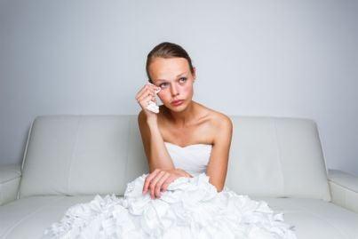 sposa abbandonata che piange