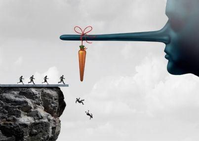 uomini che cadono da burrone ingannati da carota tenuta da naso lungo concetto ingiustizia