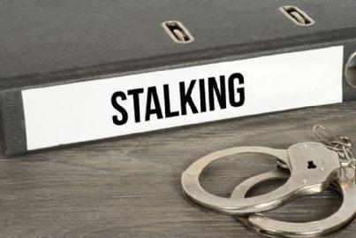 parola stalking e manette