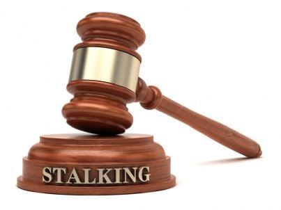 martello con parola stalking