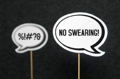 cartelli che vietano parolacce e bestemmie