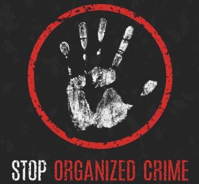 mano che indica stop a crimine organizzato