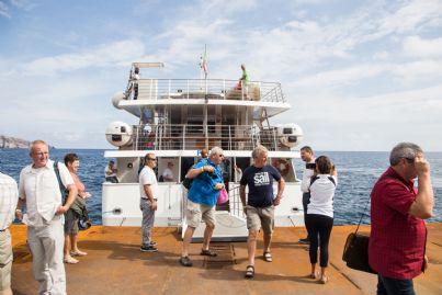 turisti che sbarcano isole Eolie Stromboli