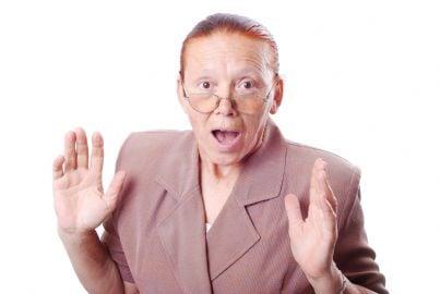 donna anziana sorpresa