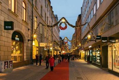 tappeto rosso natalizio per le strade del centro