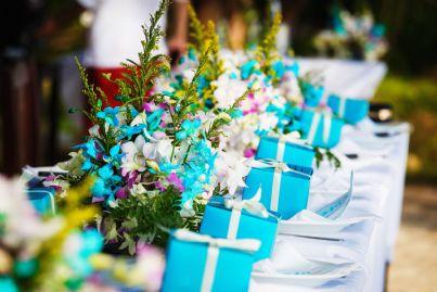 tavolo imbandito con regali matrimonio