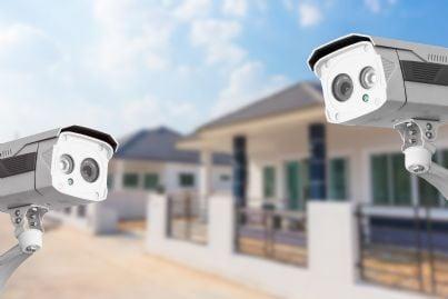 telecamere nel cortile di un condominio
