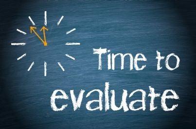 orologio con parole tempo di valutazione