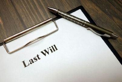 foglio bianco su cui scrivere testamento
