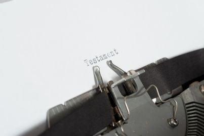 parola testamento su macchina da scrivere