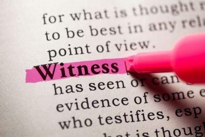parola testimone evidenziata in un dizionario