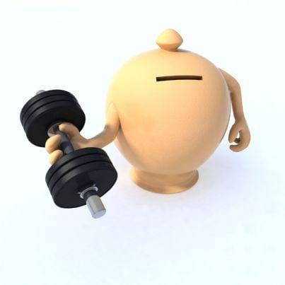 salvadanaio con muscoli solleva pesi
