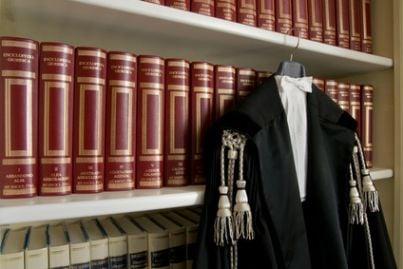 avvocato toga legge sentenza