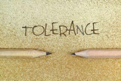 parola tolleranza e due matite